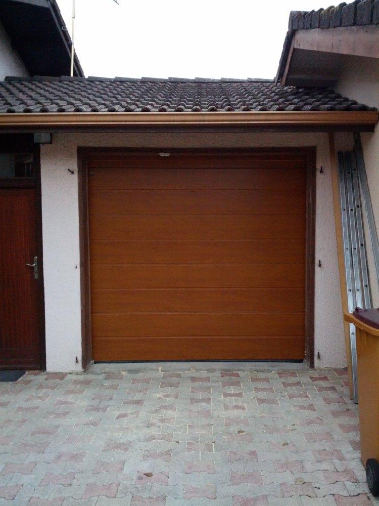 réalisation Porte de garage sectionnelle AtHome Automatismes