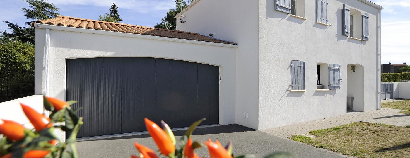 photo Portes de garage basculantes et portes de garage coulissantes Décostory 7